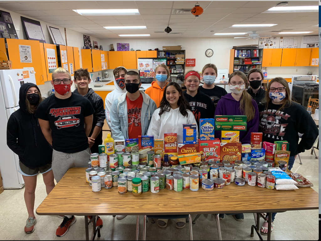 FCCLA gathers for food pantry
