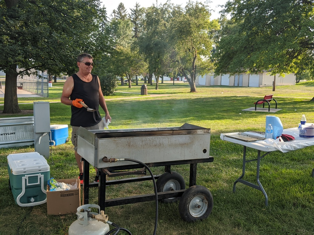 City, CHI host picnic in park